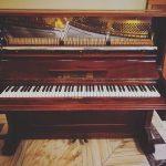 Uite, se văd ciocănelele pianinei